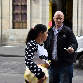 Will handing out tracts_DSC0513